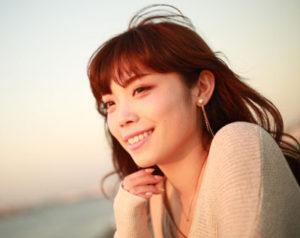 >セロトニンの役割は、精神を安定させ、幸福感を生み出す役割を担っています