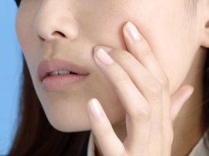 便秘がちな腸内は食べたものが排泄されるまで時間が掛かってしまうため、さらなる便秘や肌荒れ、ニキビなどの原因ともなります