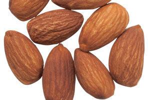 アーモンドは脂肪酸組成の70%がオレイン酸で占められ、 ビタミンE、カルシウム,鉄,マグネシウム,亜鉛など が豊富