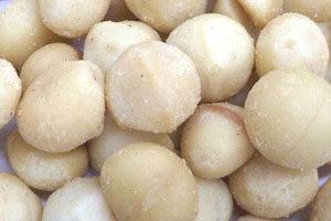 マカデミアナッツはオレイン酸とパルミトレイン酸を多く含む脂質が豊富