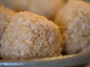 食物繊維を多くとる方法のとして主食の白米を玄米に置き換えることです