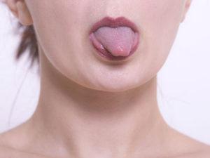 舌を出したり、口の中で回したりする舌の体操も唾液分泌に効果があります