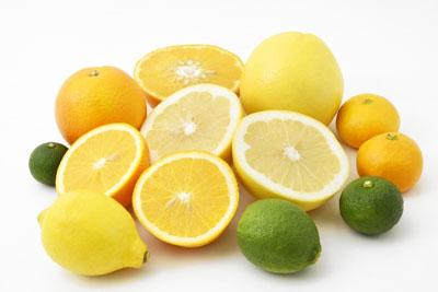 ビタミンCは 「老化や酸化の抑制」「免疫力を高める」「コラーゲンの生成を助ける」「メラニン生成を抑制する」「鉄の吸収を高める」などの働きを持っています