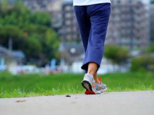 歩くことで脳のネットワークは、無意識のうちに複雑で活発な動きをするため、膨大な情報や刺激のやりとりがそのまま、脳を活性化させ、老化防止に役立つというわけです