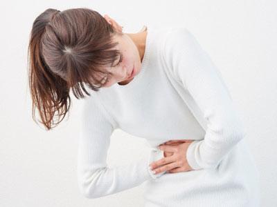 腸管出血性大腸菌O157になると、激しい下痢や腹痛、発熱、腸管からの出血や血便を伴います