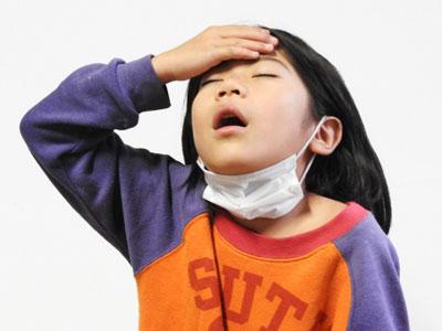 小さな子供は風邪を引くとよく扁桃腺が腫れて熱がでる