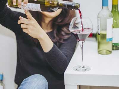 適応障害の身体症状が悪化するとアルコール依存症やギャンブル中毒も有り得る