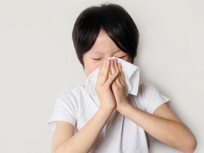 インフルエンザウイルスは人を介して感染拡大する